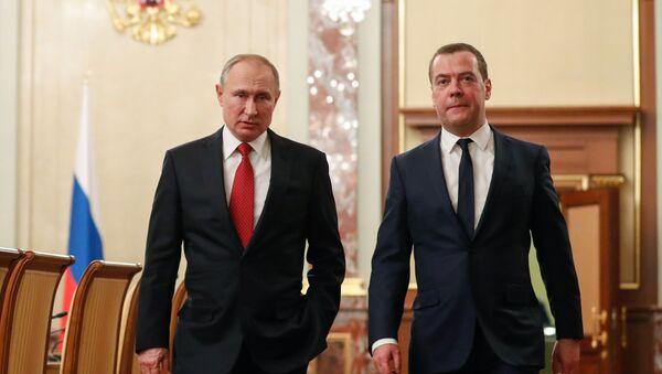 Prezydent Rosji Władimir Putin i były premier Dmitrij Miedwiediew - Sputnik Polska