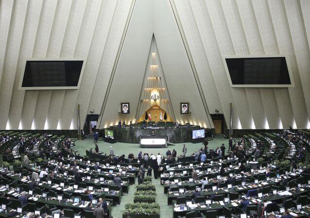 Otwarta sesja irańskiego parlamentu w Teheranie