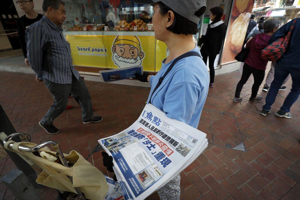 Wiadomości o nowym wirusie w gazetach