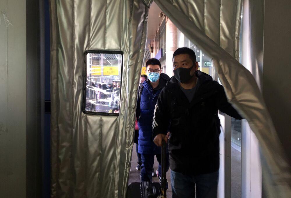 Ludzie w maskach w Pekinie