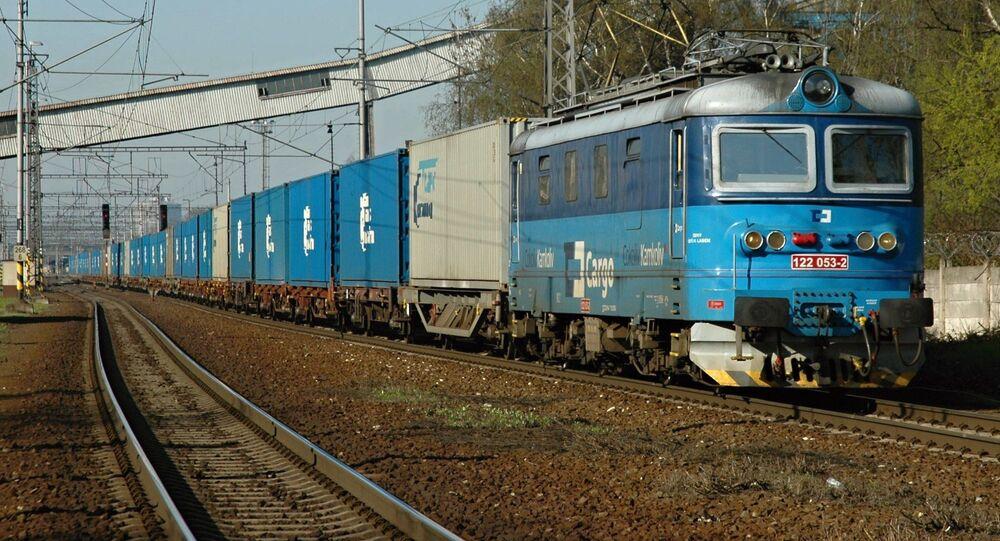 Pociąg z kontenerami firmy TransContainer