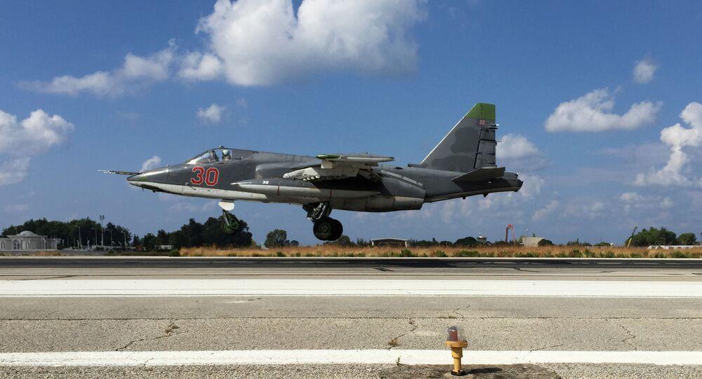 Rosyjski samolot Su-25 w bazie lotniczej w Syrii