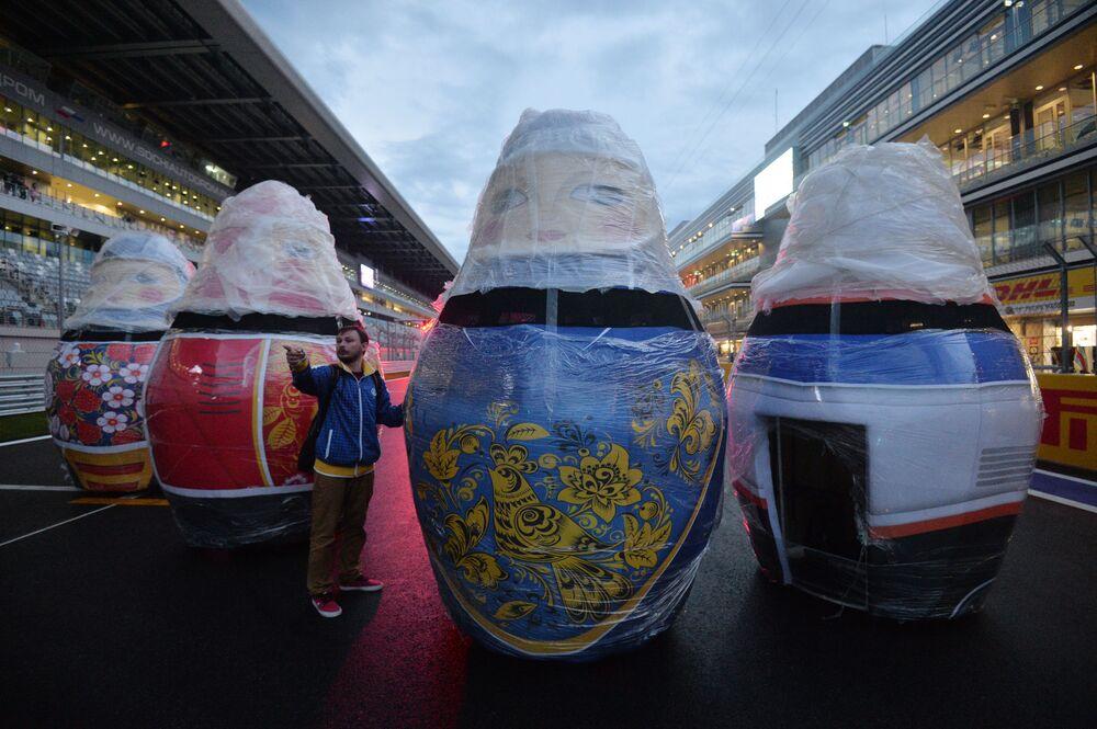 Przygotowanie do cyklu najbardziej prestiżowych międzynarodowych wyścigów samochodowych na świecie Formuły 1 w Sochi