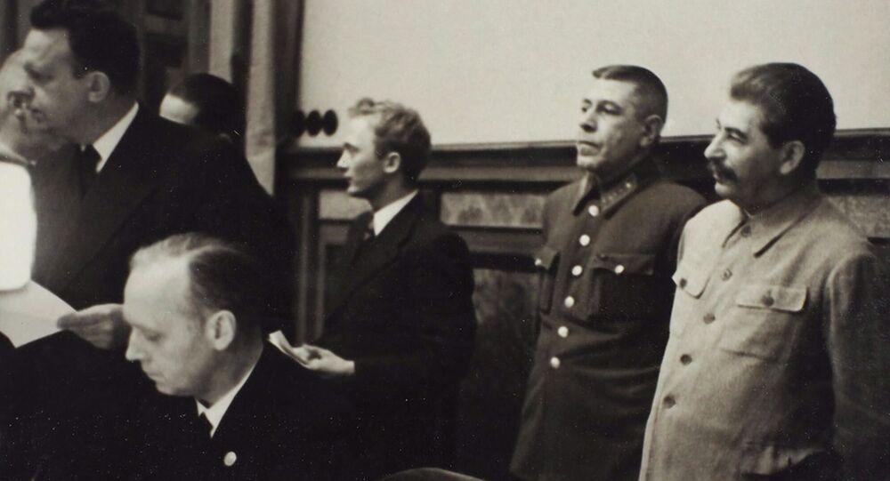Podpisanie paktu Ribbentrop-Mołotowa na 9 zdjęciach. Dom aukcyjny Litfond