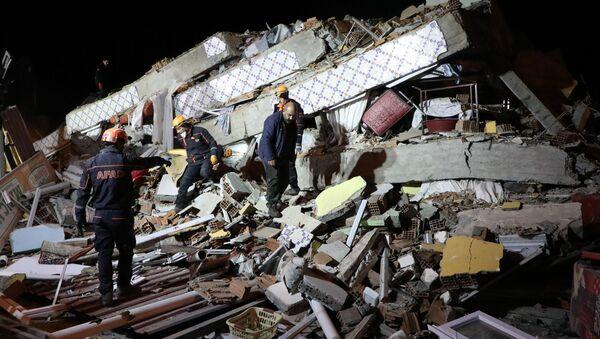 Spustoszenia po trzęsieniu ziemi w Turcji - Sputnik Polska