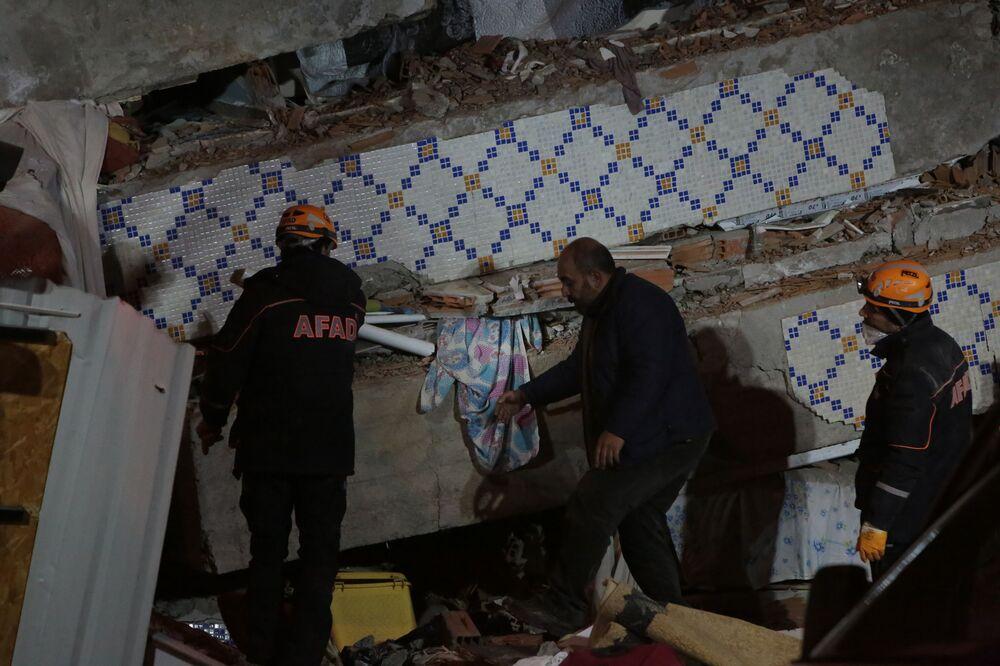 Skutki trzęsienia ziemi na wschodzie Turcji