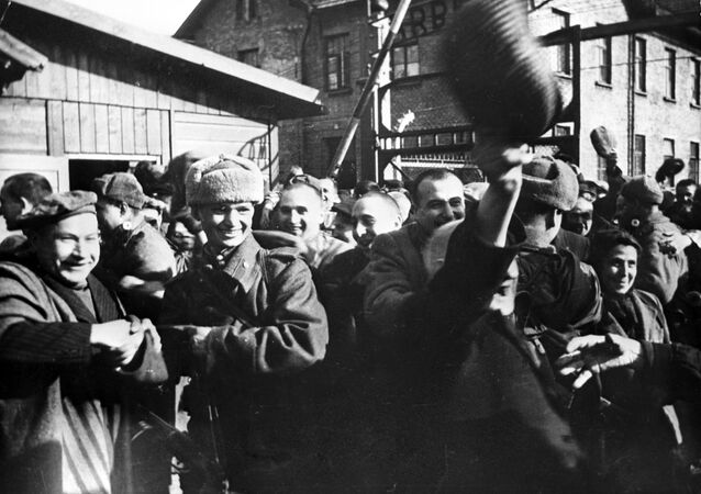 Pierwsze chwile wolności. Wyzwolenie więźniów Auschwitz przez wojska radzieckie