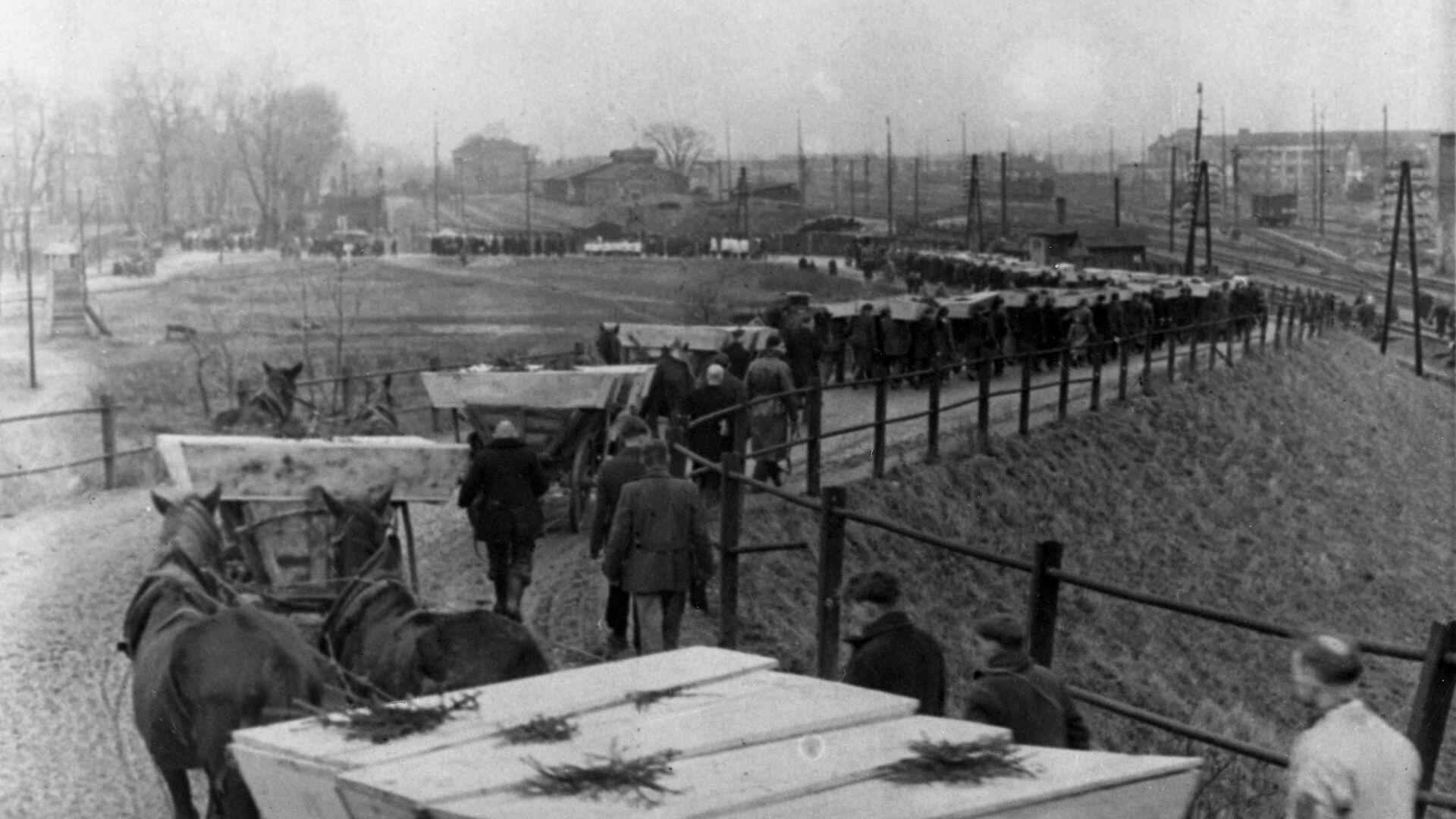 Pogrzeb więźniów Auschwitz - Sputnik Polska, 1920, 29.06.2021