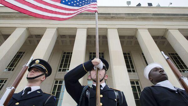 Amerykańscy żołnierze pod budynkiem Pentagonu - Sputnik Polska