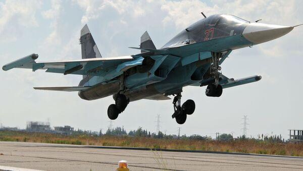 Rosyjski myśliwiec Su-34 ląduje na lotnisku Latakia w Syrii - Sputnik Polska