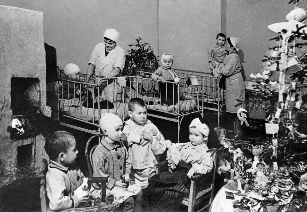 Dzieci w szpitalu podczas blokady Leningradu