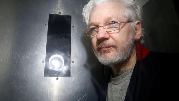 Założyciel WikiLeaks Julian Assange w sądzie Westminster Magistrates w Londynie - Sputnik Polska