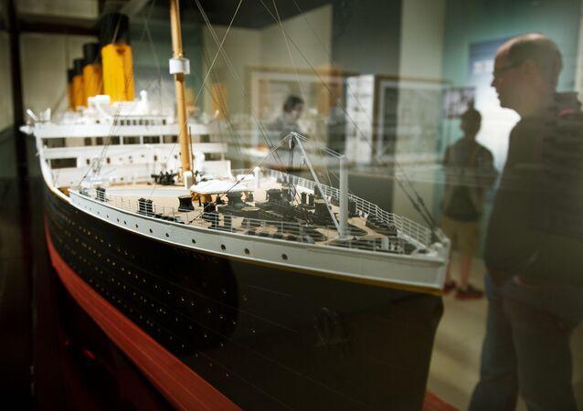 Ważąca 18 kilogramów model Titanica w skali 1:48 na wystawie Titanic: 100 Year Obsession  w Waszyngtonie