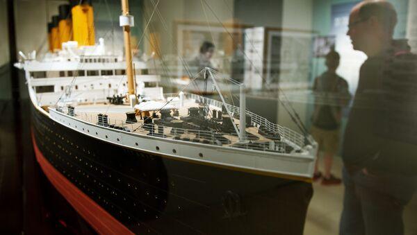 Ważąca 18 kilogramów model Titanica w skali 1:48 na wystawie Titanic: 100 Year Obsession  w Waszyngtonie - Sputnik Polska