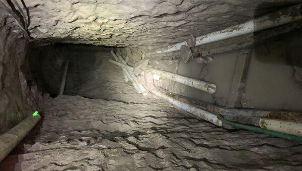 Tunel przemytników na amerykańsko-meksykańskiej granicy. - Sputnik Polska