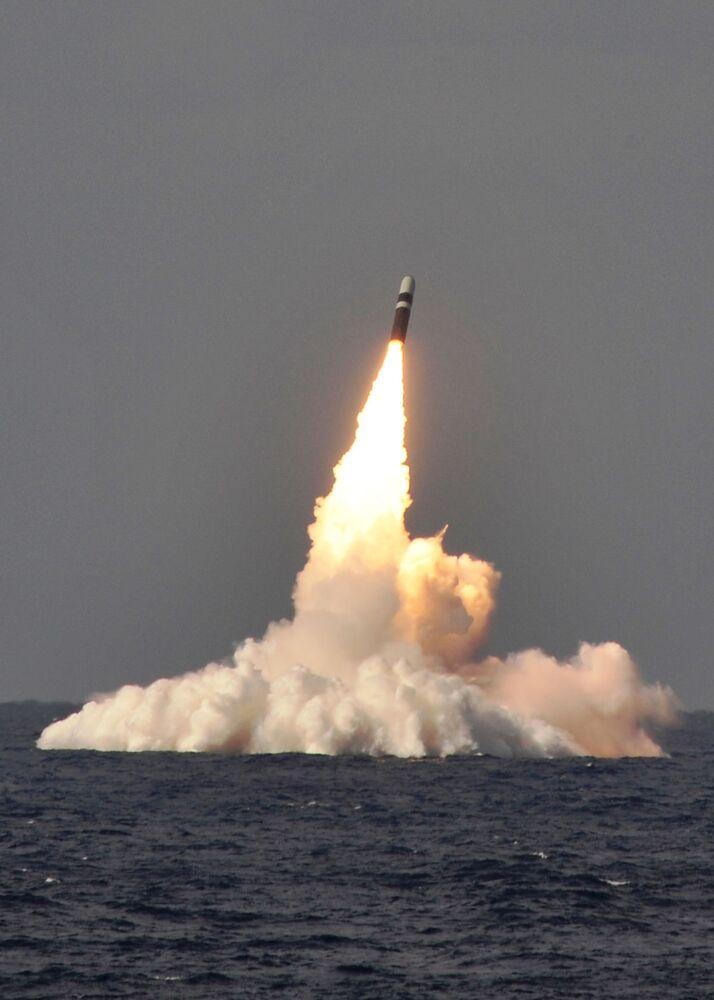 Wystrzelenie pocisku balistycznego Trident II D-5 z okrętu podwodnego USS West Virginia