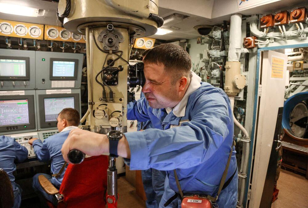 """Starszy asystent dowódcy statku na centralnym stanowisku okrętu podwodnego """"Jurij Dołgoruki"""""""