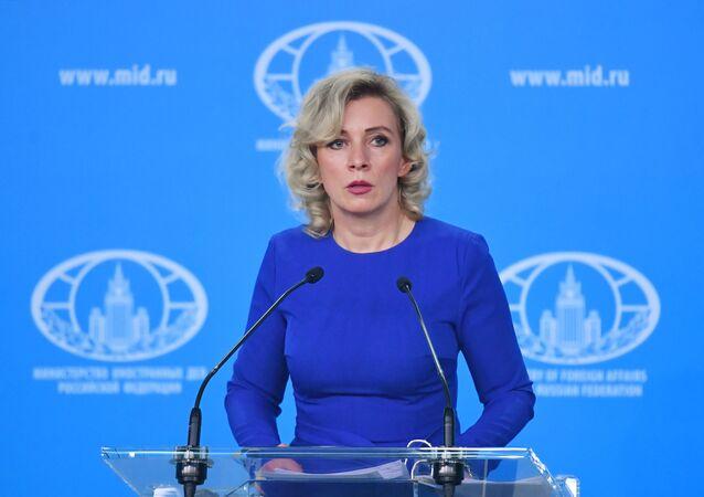 Maria Zacharowa w czasie briefingu w Moskwie