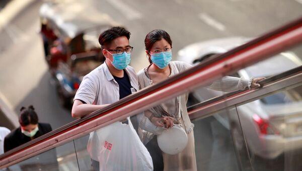 Mieszkańcy Bangkoku w maskach medycznych - Sputnik Polska