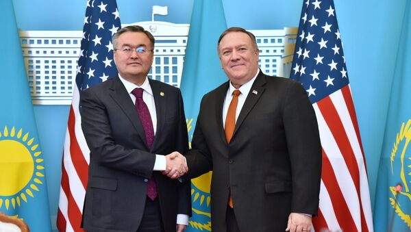 Minister spraw zagranicznych MSZ Kazachstanu Muchtar Tleuberdi oraz sekretarz stanu USA Mike Pompeo. - Sputnik Polska
