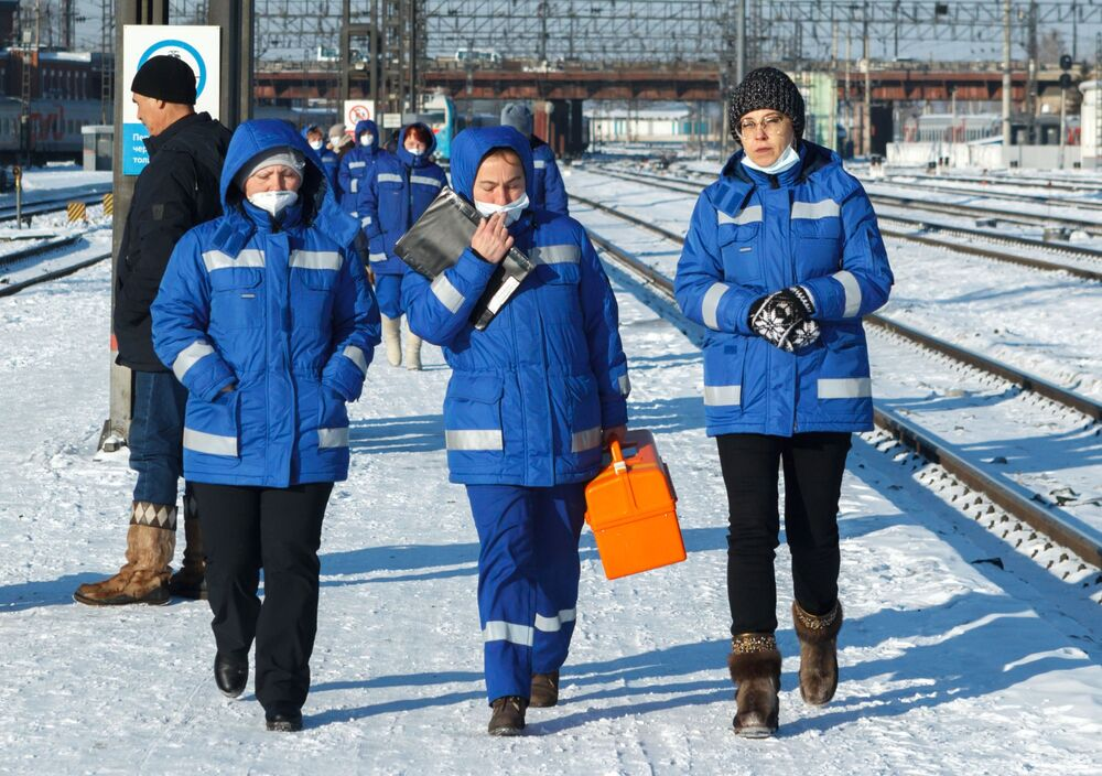 Służba zdrowia na stacji kolejowej Irkuck-Pasażerski.