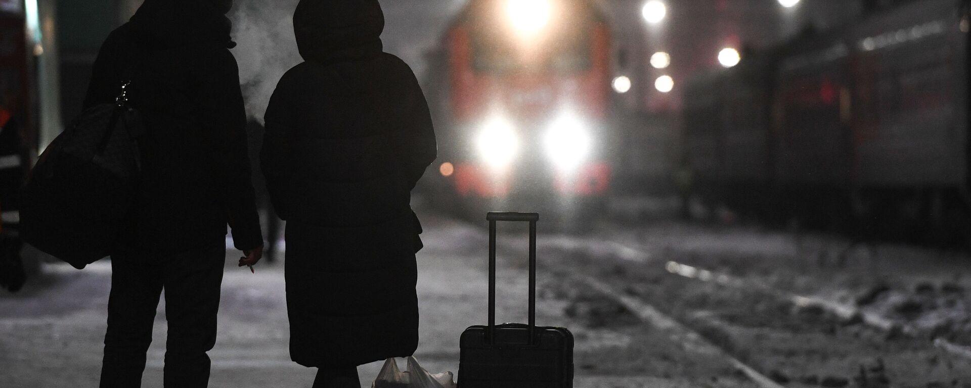 Pasażerowie oczekujący na pociąg - Sputnik Polska, 1920, 06.02.2021