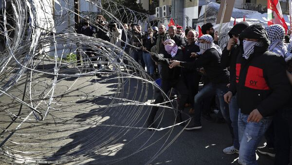 Protesty przed amerykańską ambasadą w Libanie. - Sputnik Polska