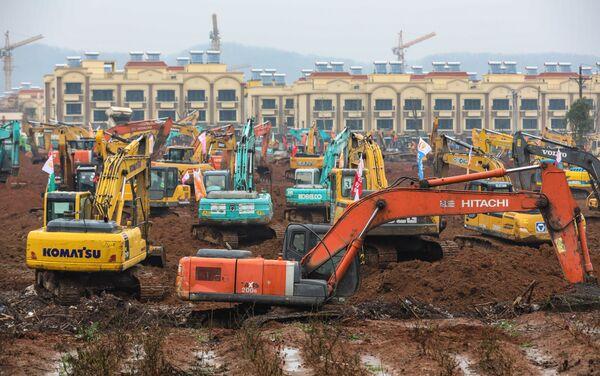 Ekspresowa budowa szpitala w Wuhan  - Sputnik Polska