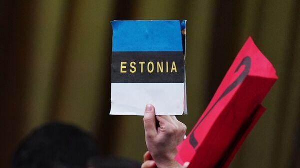 Plakat w ręku dziennikarza biorącego udział w wielkiej dorocznej konferencji prasowej prezydenta Rosji Władimira Putina - Sputnik Polska