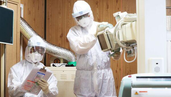 Pracownicy medyczni w szpitalu w Suwon, Korea Południowa - Sputnik Polska