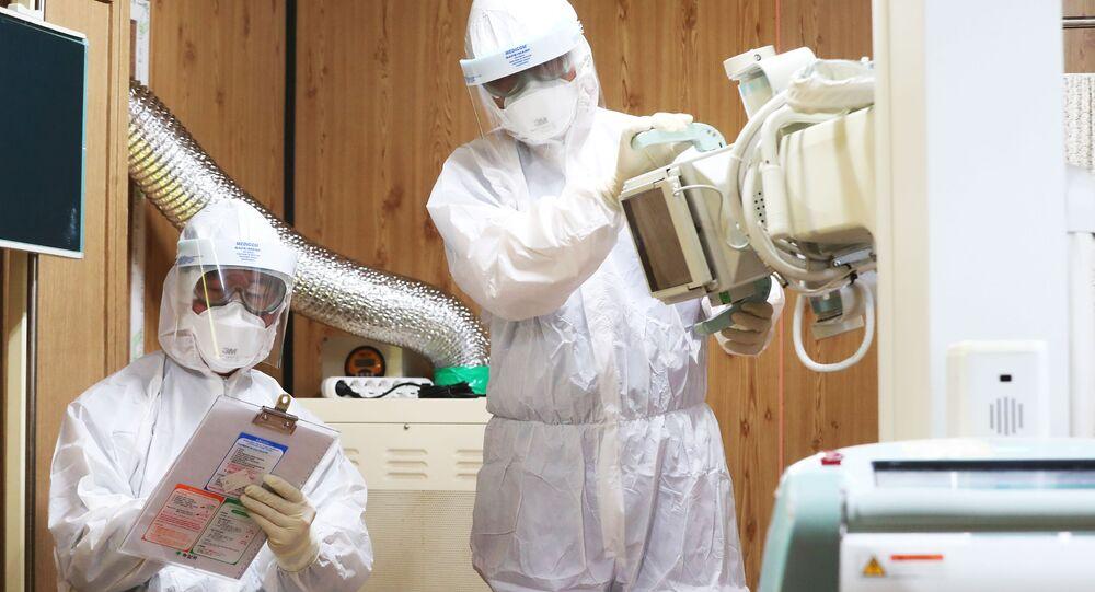 Pracownicy medyczni w szpitalu w Suwon, Korea Południowa