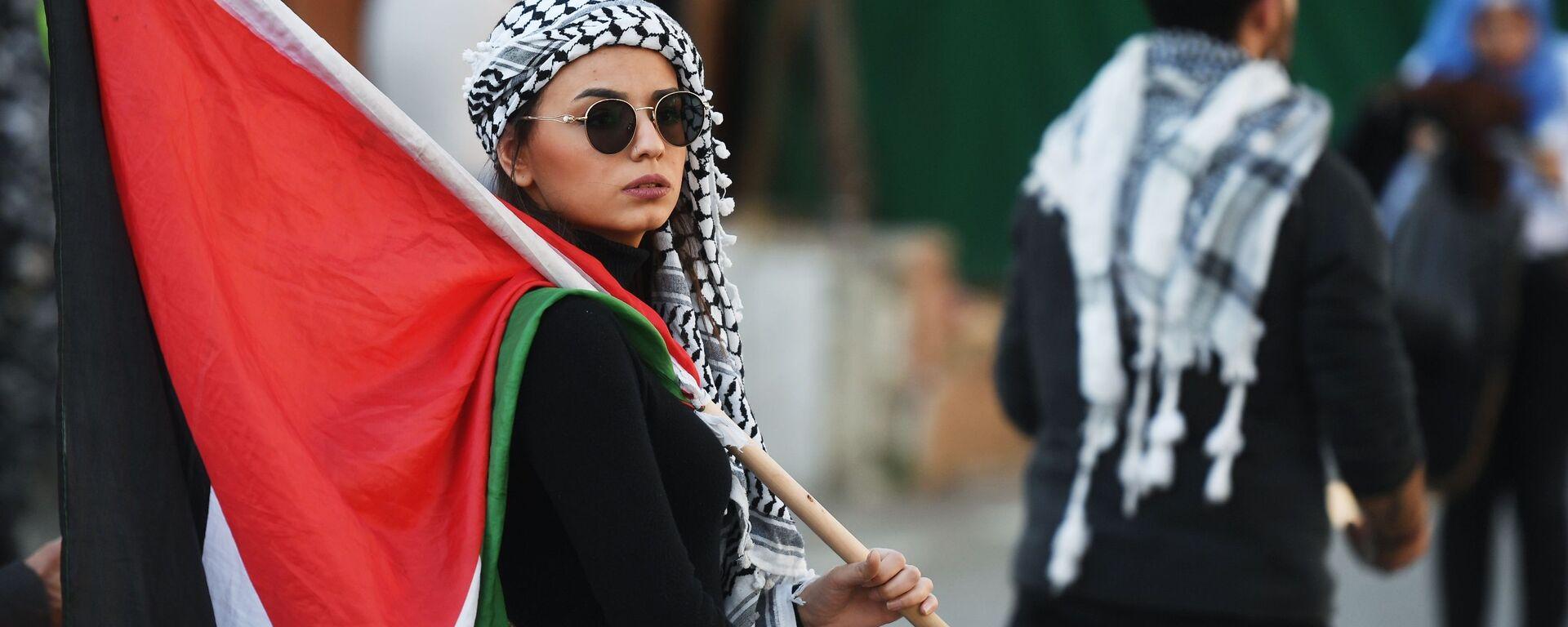 """Uczestniczka protestu przy ambasadzie USA w Bejrucie przeciwko """"umowie stulecia"""" dot. pokojowego rozwiązania konfliktu między Izraelem a Palestyną  - Sputnik Polska, 1920, 21.08.2021"""
