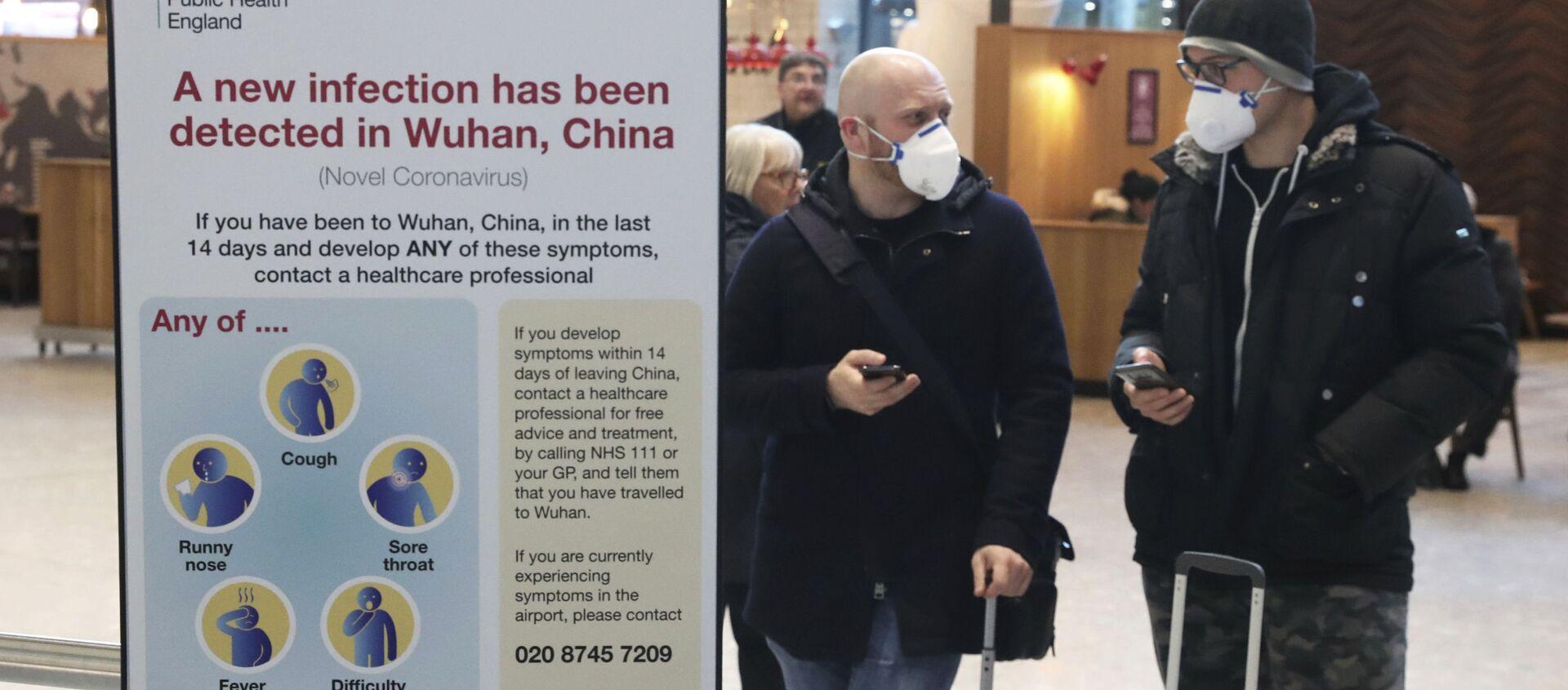 Pasażerowie w maskach ochronnych na lotnisku Heathrow w Londynie - Sputnik Polska, 1920, 25.02.2021