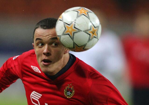 Piłkarz CSKA Dawid Janczyk podczas meczu piłki nożnej w Moskwie