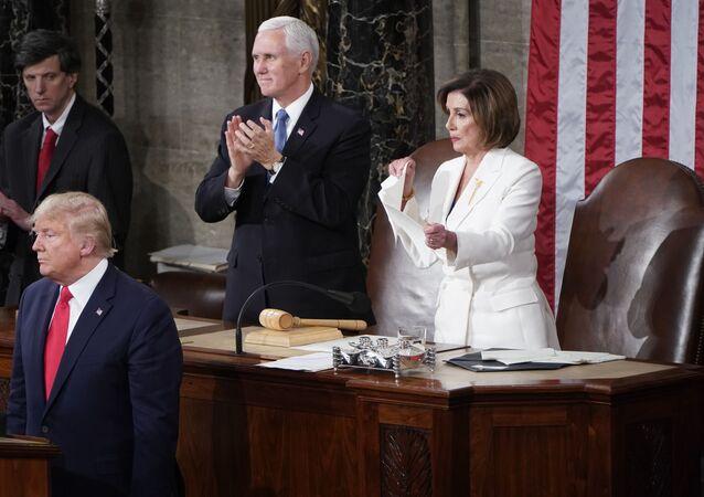 Nancy Pelosi podarła przemówienie Trumpa w Kongresie