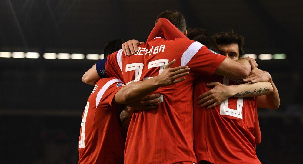 Zawodnicy reprezentacji Rosji cieszą się z gola w meczu kwalifikacyjnym Mistrzostw Europy w Piłce Nożnej 2020 pomiędzy reprezentacjami Belgii i Rosji