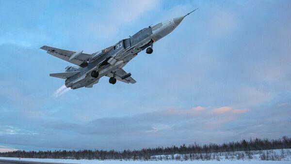 Bombowiec Su-24 pod Murmańskiem - Sputnik Polska