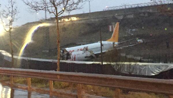Pożar samolotu Boeing na lotnisku w Stambule - Sputnik Polska
