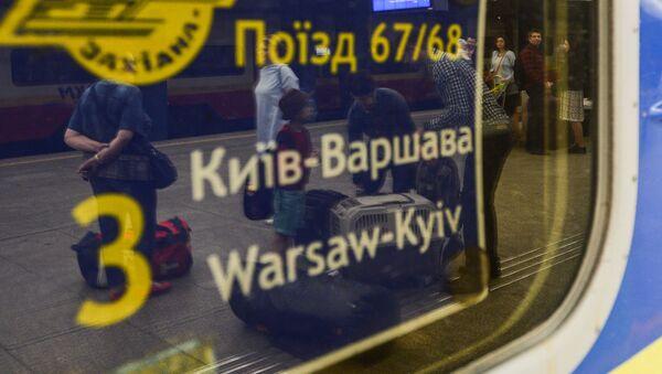 Pociąg Kijów-Warszawa na dworcu kolejowym w Warszawie - Sputnik Polska
