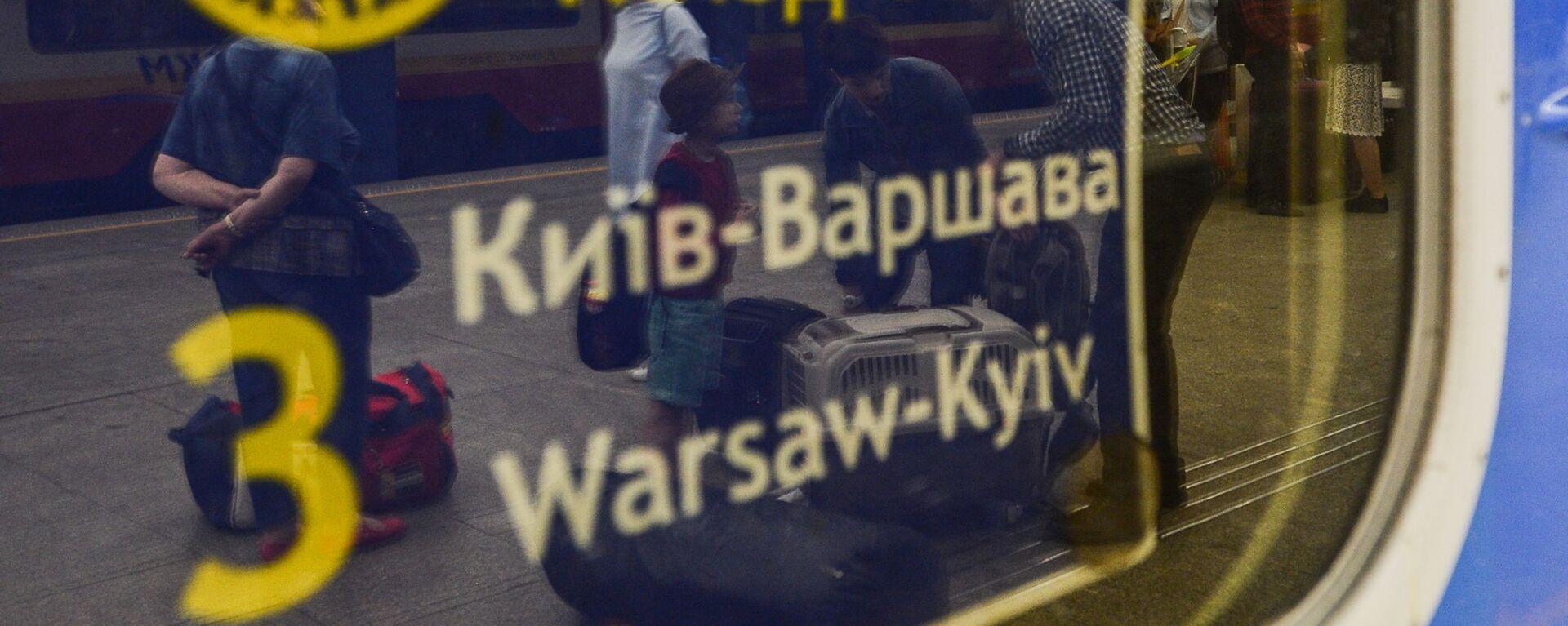 Pociąg Kijów-Warszawa na dworcu kolejowym w Warszawie - Sputnik Polska, 1920, 09.04.2021