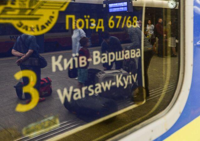 Pociąg Kijów-Warszawa na dworcu kolejowym w Warszawie