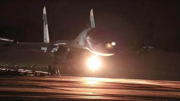Nocne loty załóg Su-34 w trudnych warunkach pogodowych w obwodzie czelabińskim - Sputnik Polska