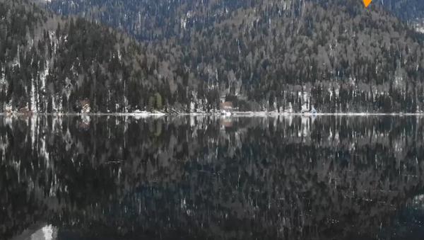 Jezioro w Abchazji - Sputnik Polska