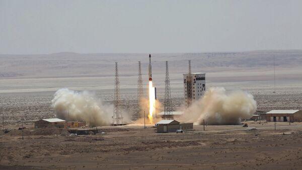 Start rakiety nośnej Simorgh w Iranie  - Sputnik Polska