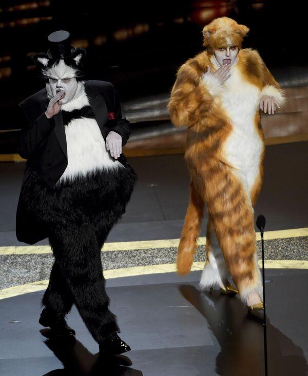 Aktorzy James Corden i Rebel Wilson podczas 92. ceremonii wręczenia Oscarów  - Sputnik Polska
