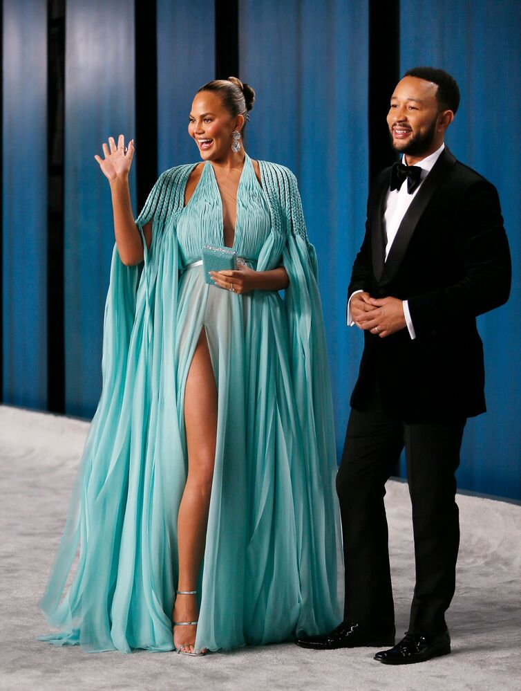 Modelka Chrissy Teigan i John Legend podczas Vanity Fair Oscar party