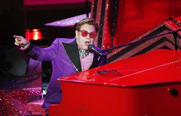 Elton John występuje na 92. ceremonii wręczenia Oscarów - Sputnik Polska
