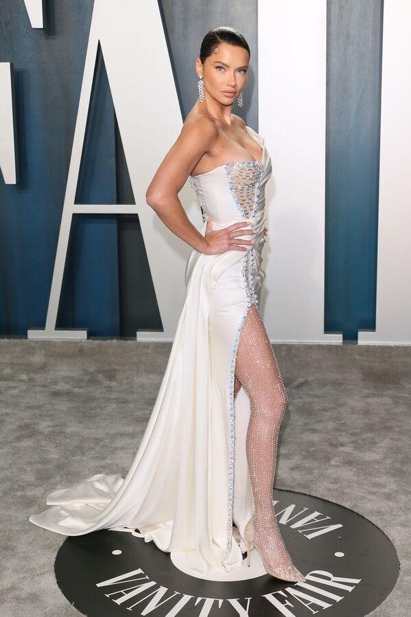 Brazylijska modelka Adriana Lima na Vanity Fair Oscar Party  - Sputnik Polska