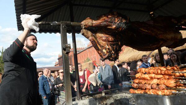 Szaszyk i mięso na Festiwalu Jedzenia - Sputnik Polska