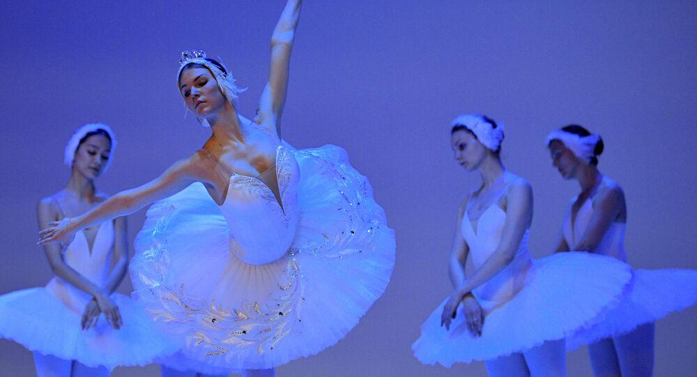 Rosyjskie baletnice, Jezioro Łabędzie